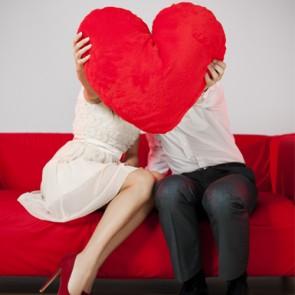 valentine_day_flirting_man_woman_heart_romance-295x295